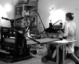 Florence Barbéris dans son atelier