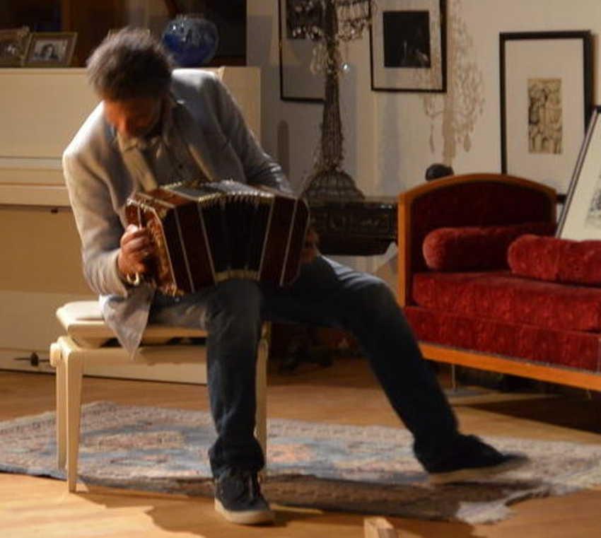 Victor Villena au bandoneon