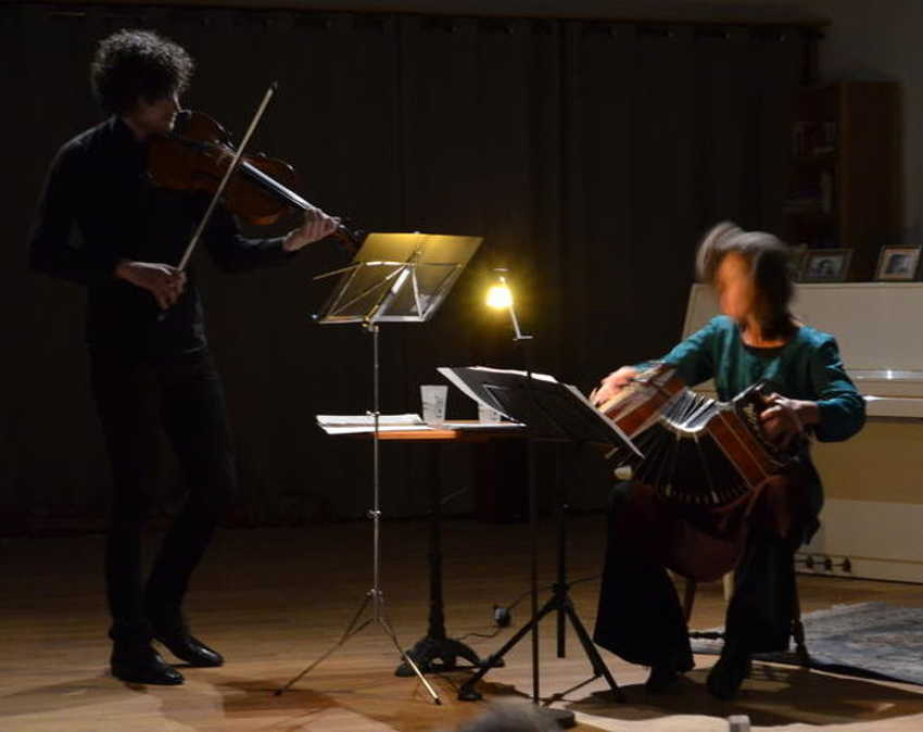 Helena Ruegg (Bandonéon) et Misha Pfeiffer (Alto)