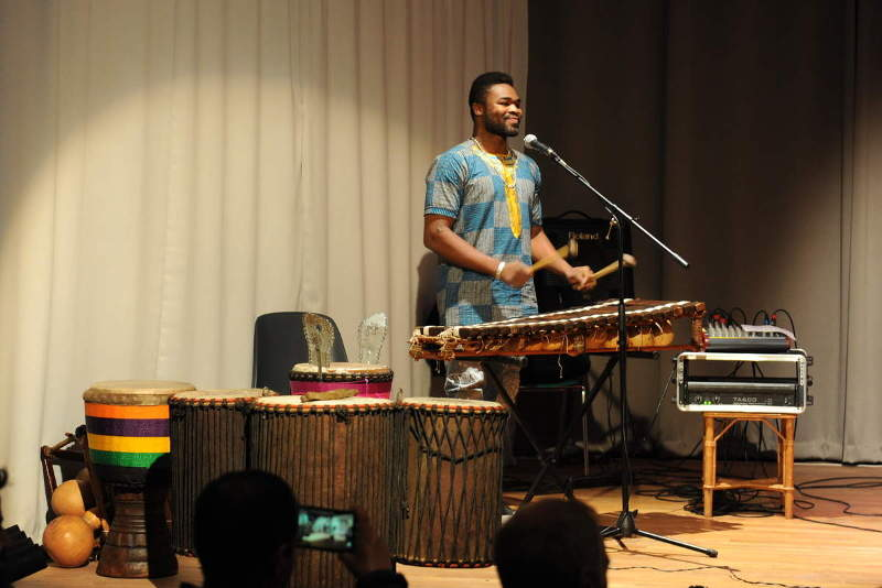 Adiouma Diabaté: balafon, percusions, chant